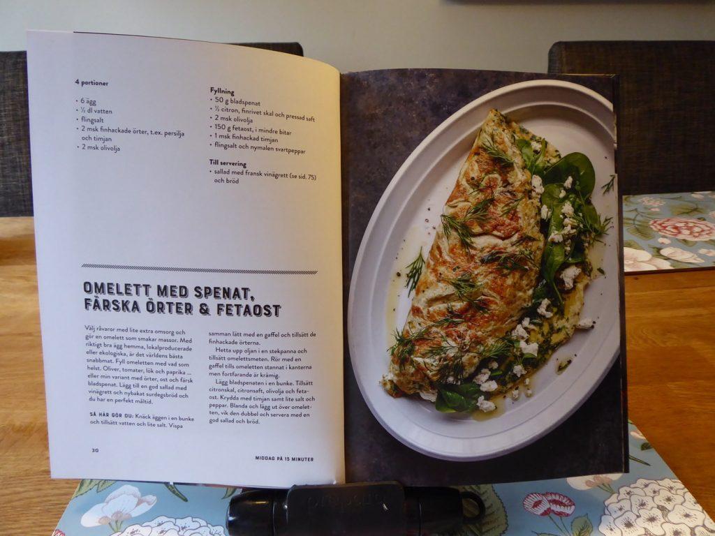 Omelett med spenat, färska örter och fetaost