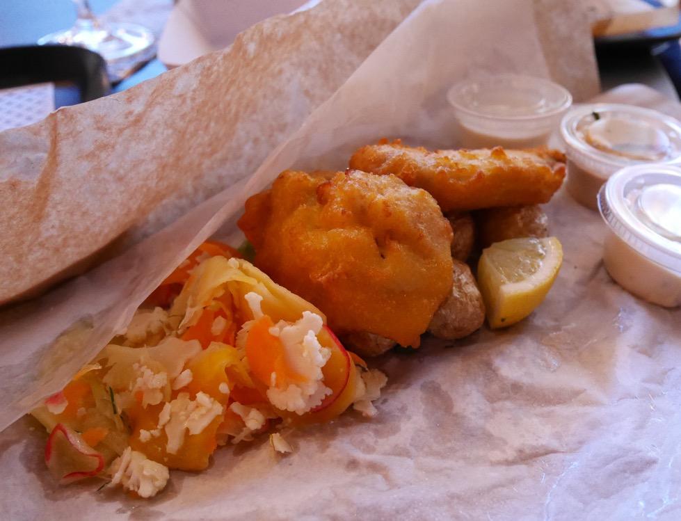 Krispig fisk med dipp och Lisapotatis.