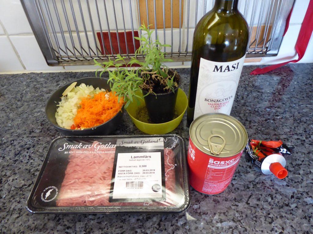Ingredienserna som behövs till en magisk lammragu.