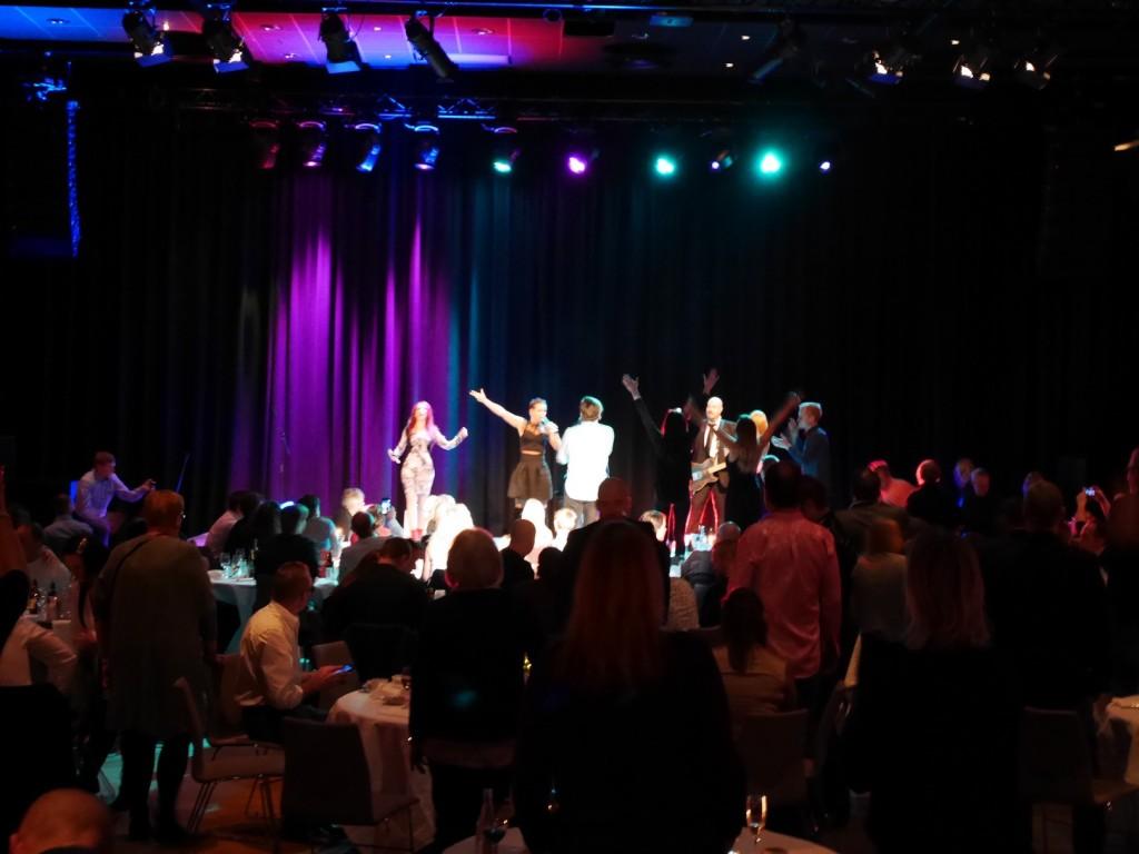 Linda Bengtzing och folk ur publiken.