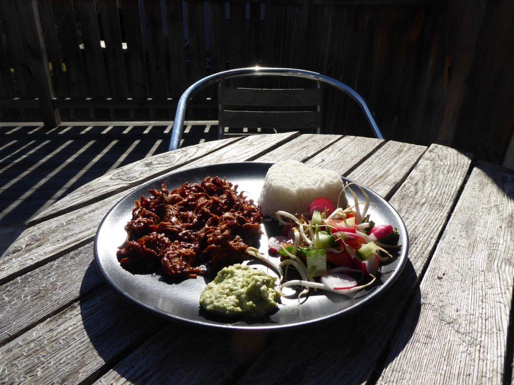 Njuter av maten ute i solen!