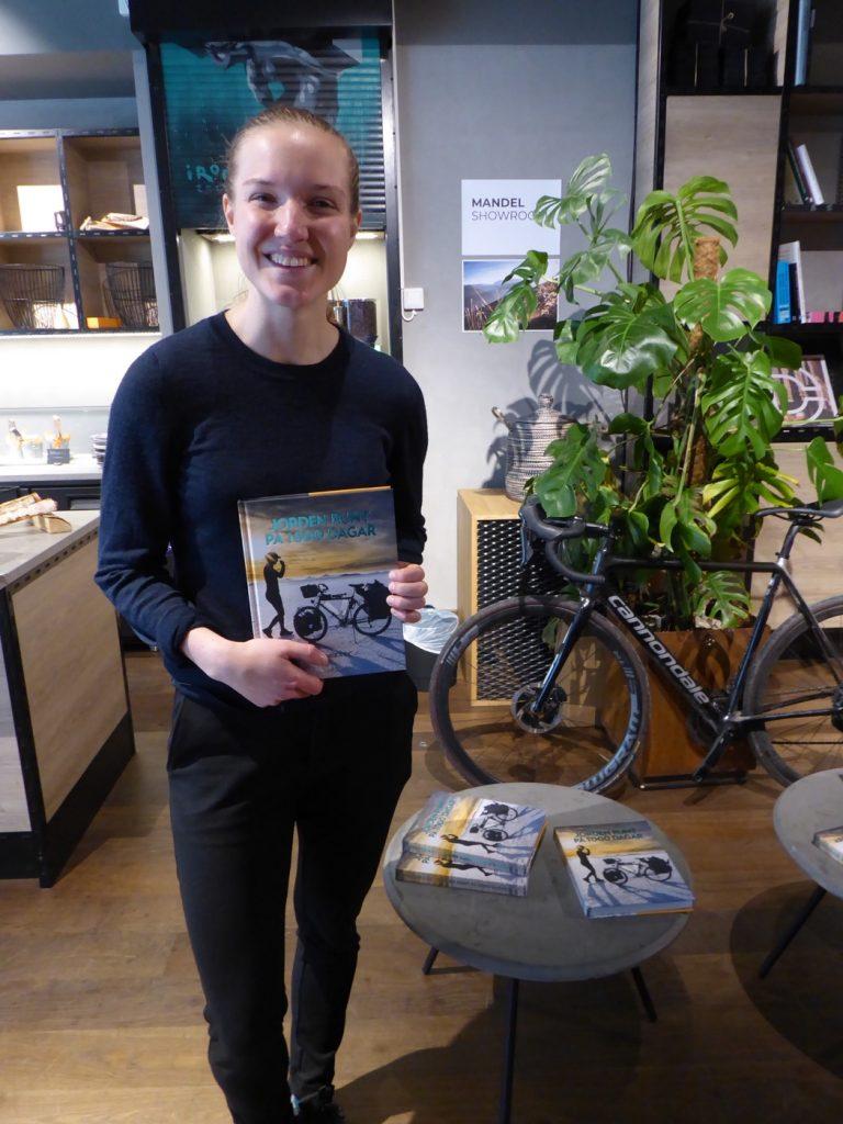 Fredrika Ek som precis givit ut boken Jorden runt på 1000 dagar.