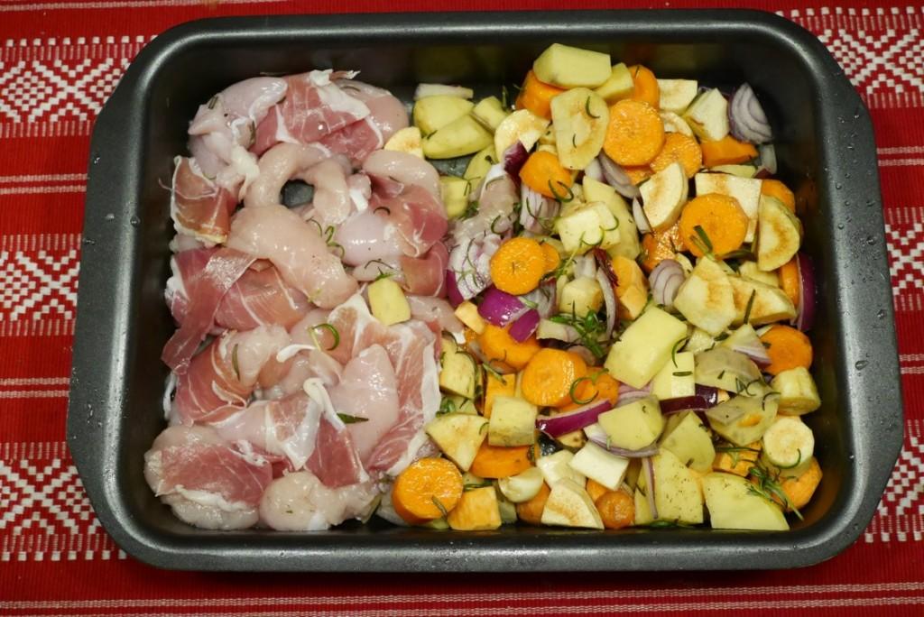 Parmainlindad kyckling och fräscha rotsaker.