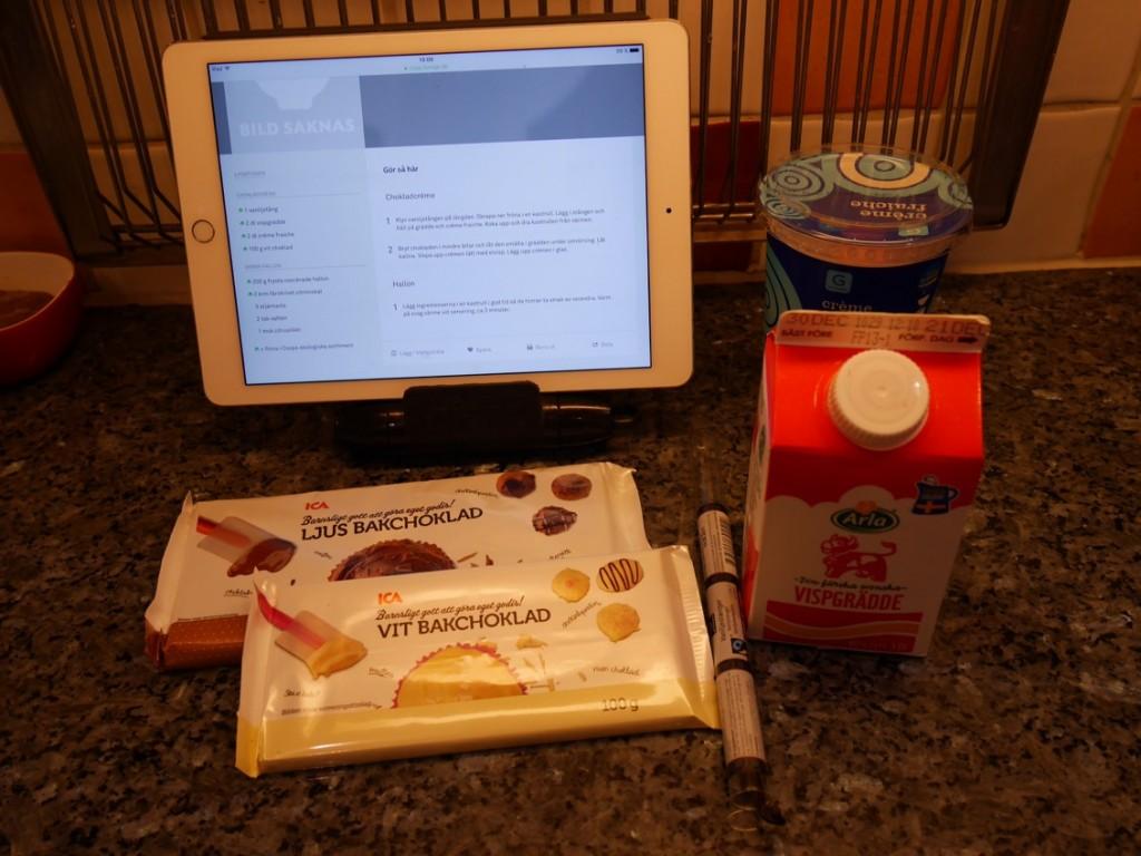 Dags att göra en enkel och god efterrätt! Här förbereds chokladcrèmen.