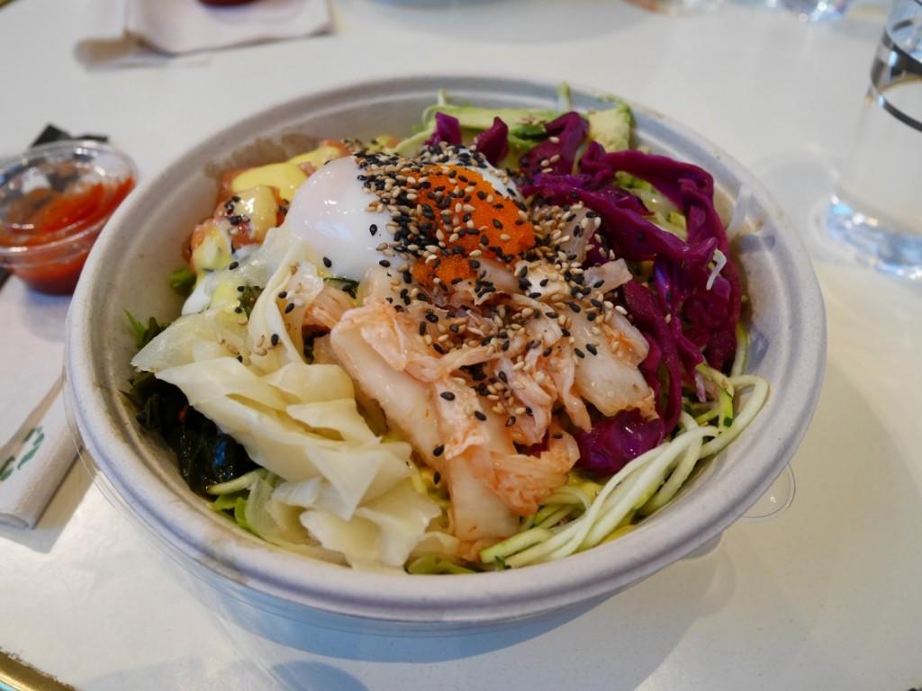 Min helt underbara Waikiki Raw med extra kimchi och ägg. Galet gott!