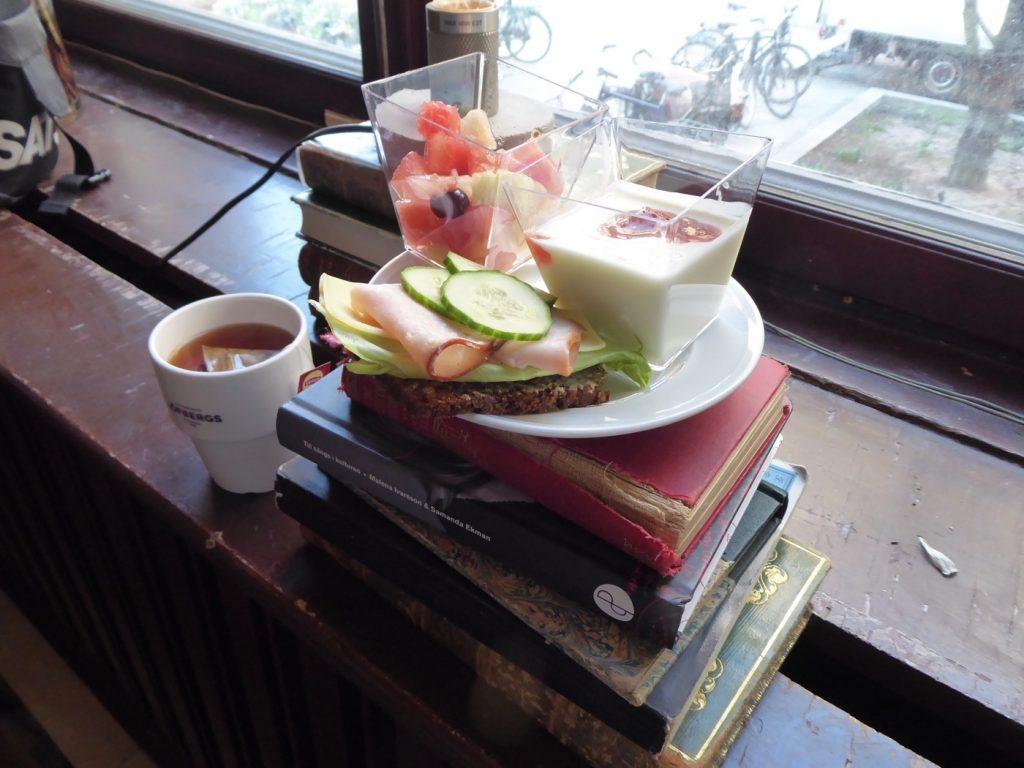 Böcker + frukost = sann kärlek!