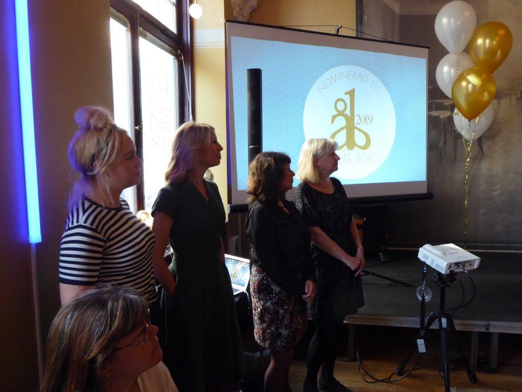 Juryn som utsett de tolv nominerade böckerna.