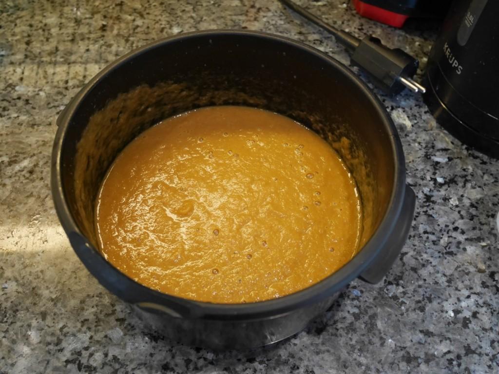 Mixa grönsaker och sky till en krämig sås. Smaka ev av med grädde, salt och peppar.
