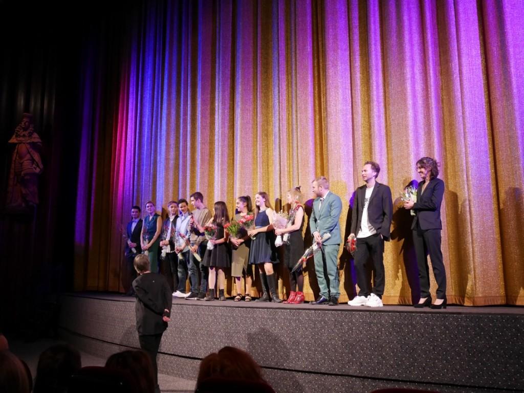 Skådisar, regissör och författare intar scenen efter filmen.