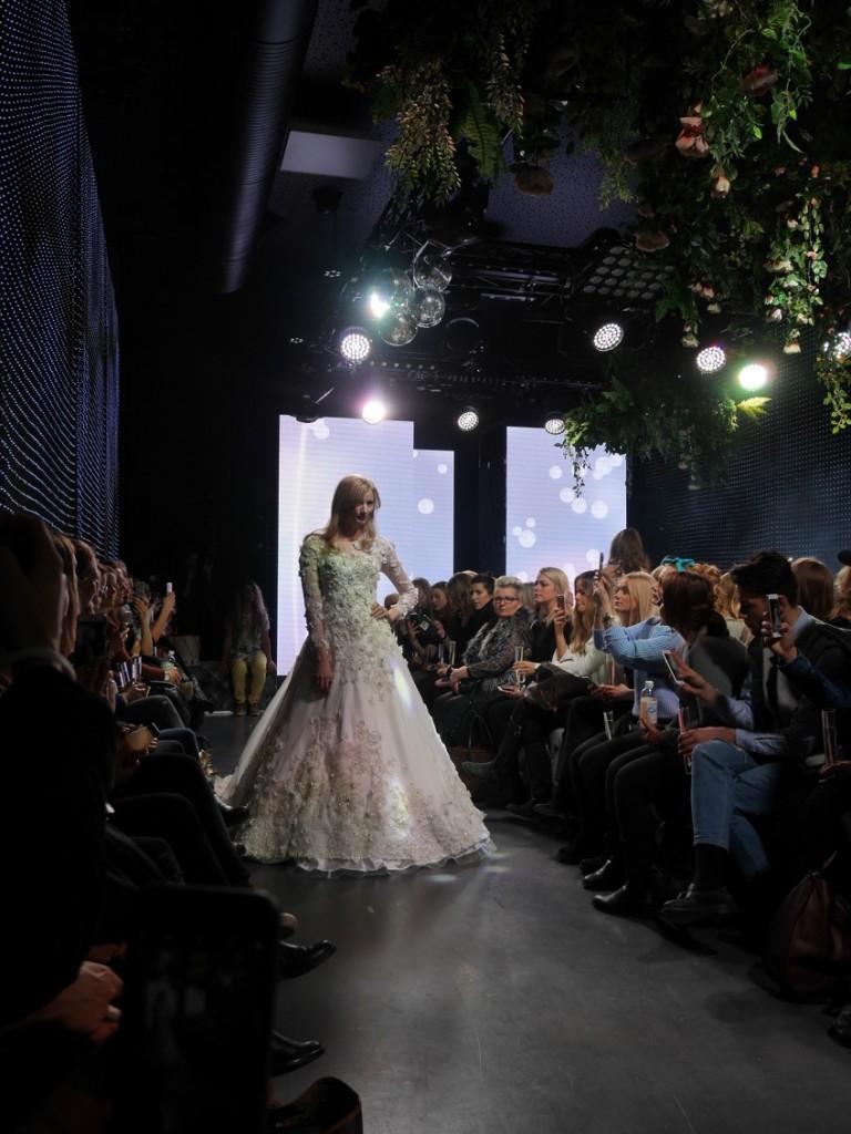 Den här klänningen är en dröm för alla blivande brudar!