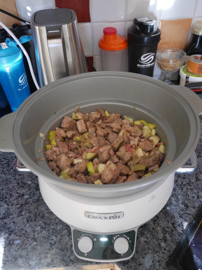 Lägg allt i Crock-Pot och låt gå på svag värme.