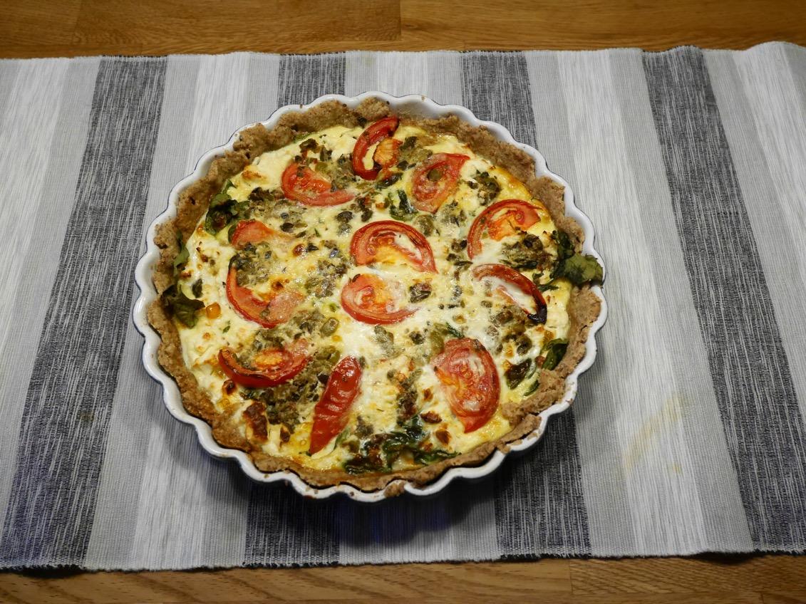 fetaostpaj med soltorkade tomater recept