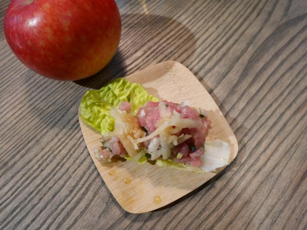 Kalvtartar med rårivet Elise-äpple och jalapeno