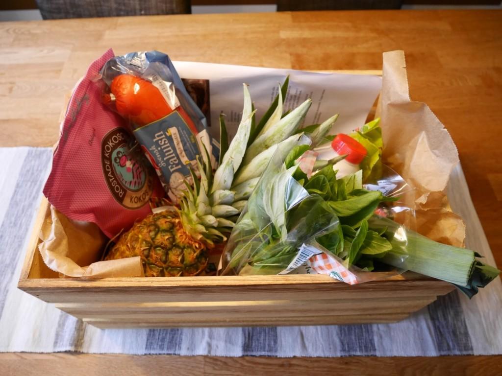 En härlig låda med allt som behövs för att laga till Hawaiian Korvstroganoffish!