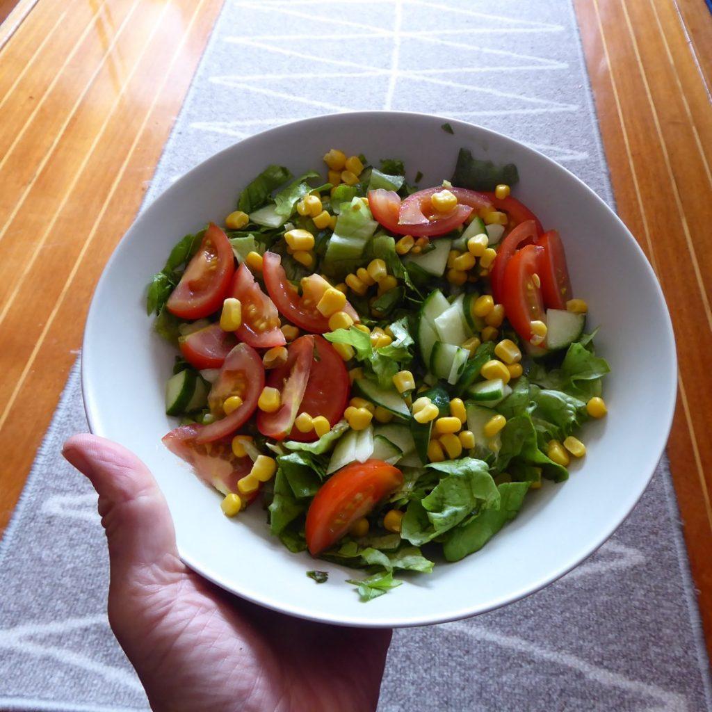 En fräsch sallad till maten.