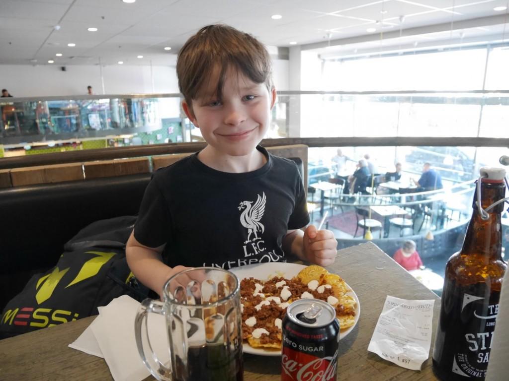 Gustaf ville hellre ha tacos än hamburgare - inga problem, mamma fixar allt!