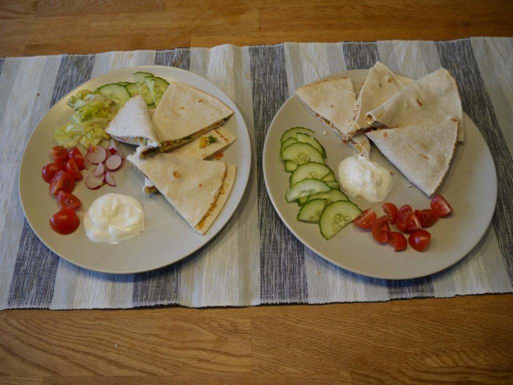 Filippas mat till vänster, Gustafs mat till höger.
