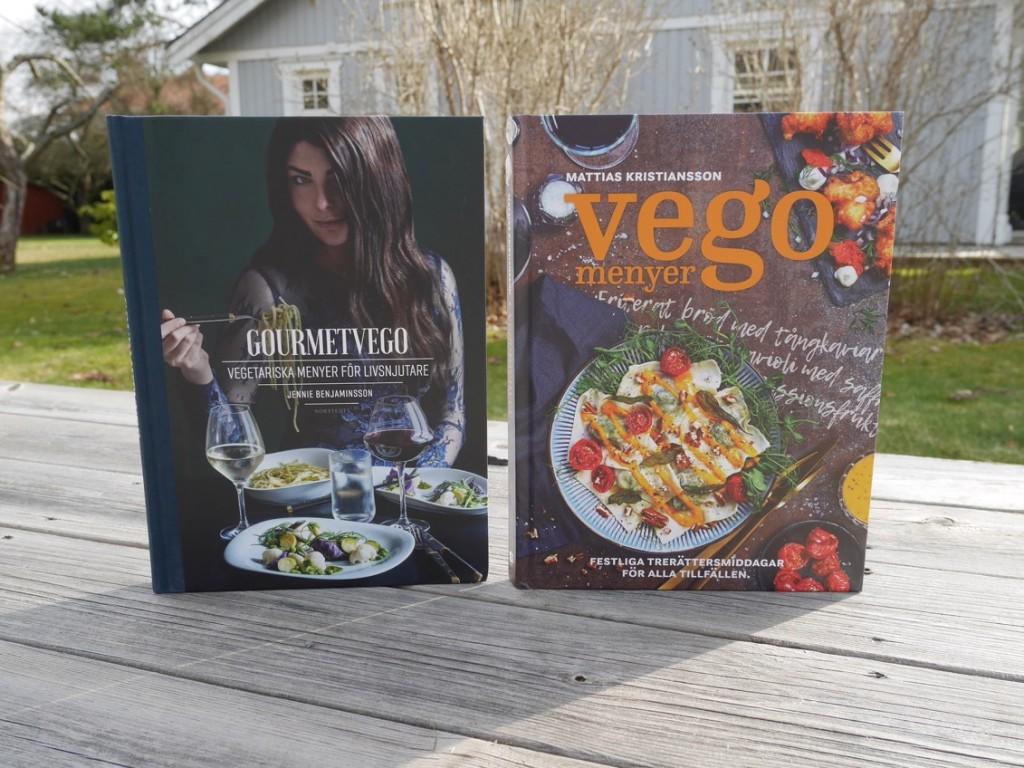 Två kokböcker med vegetariska menyer