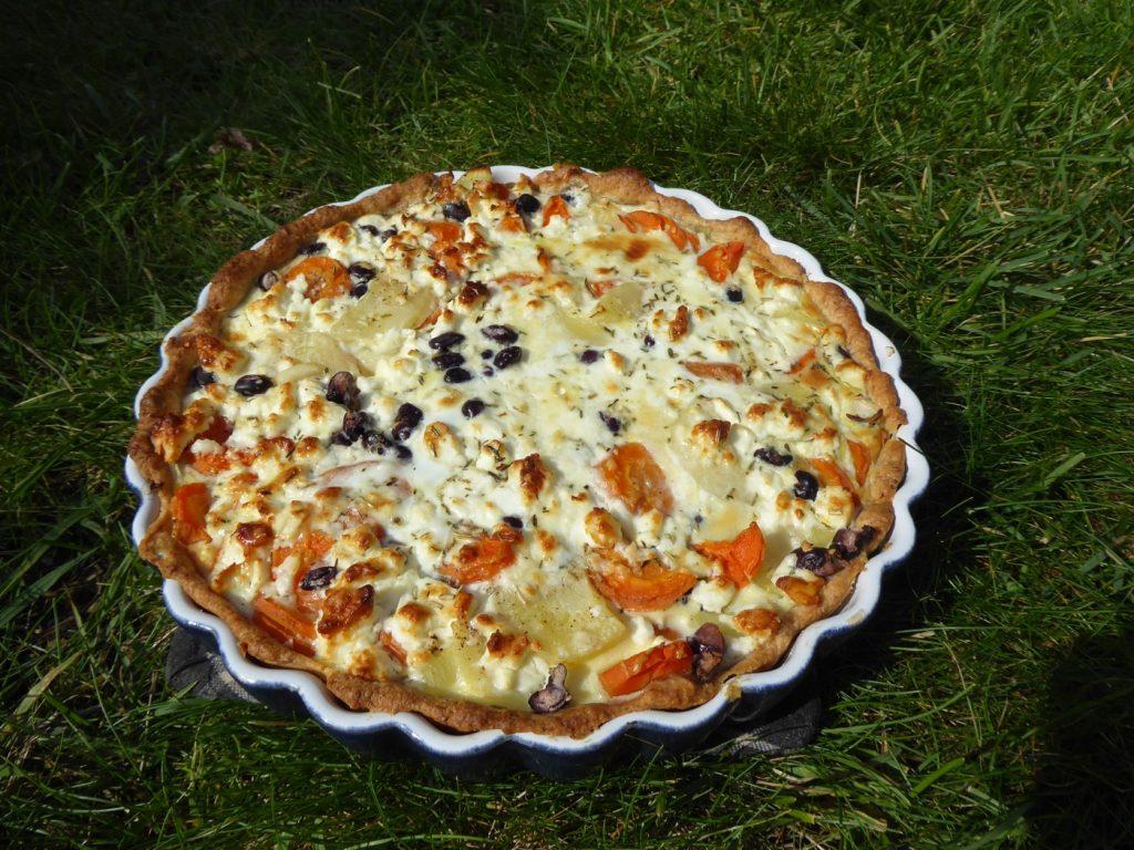 Nyttig rotfruktspaj med fetaost och svarta bönor