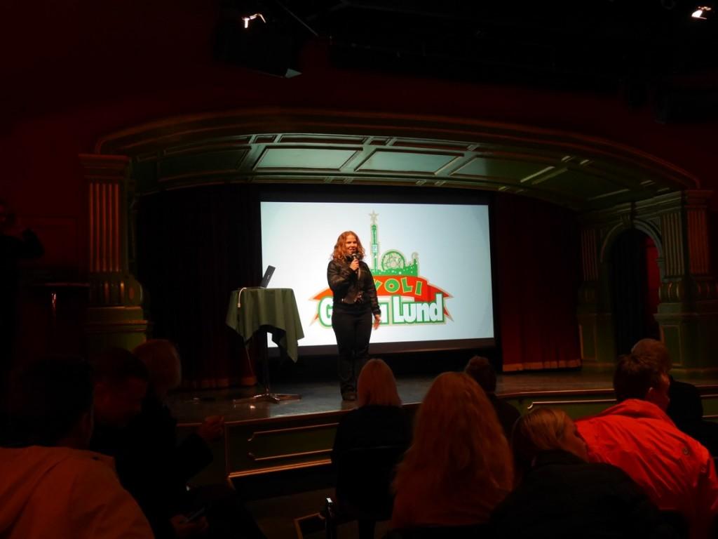 Informationschef Annika Troselius hälsar välkomna till Gröna Lund anno 2017.