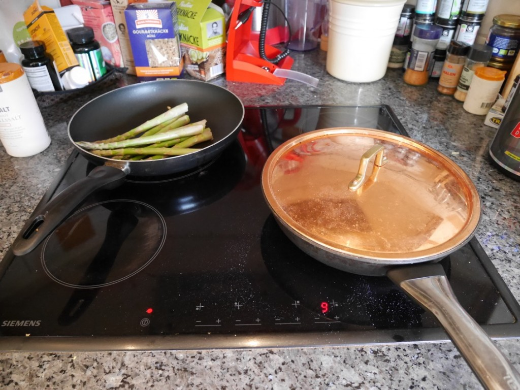 Potatisen steks i panna utan extra tillsatt fett.