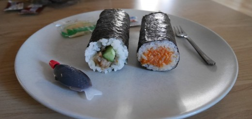 Förutom rullar medföljde det soja, wasabi, ingefära och en liten gaffel.