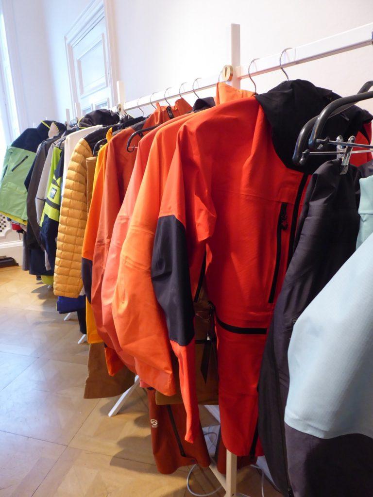 Skidkläder i regnbågens alla färger!