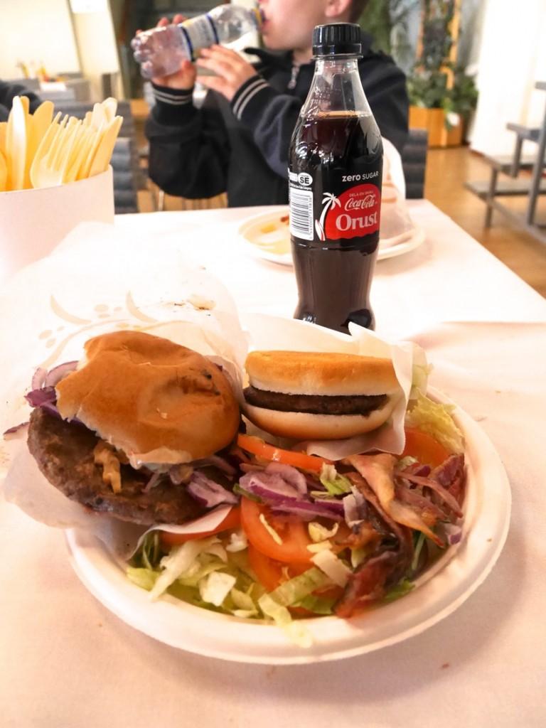 Hamburgare! Ja, jag var hungrig som en VARG :-) !!!