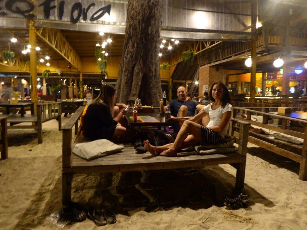 En av restaurangerna längs stranden.