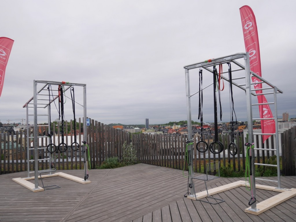 Tre extrautrustade Cagetrainers fanns uppställda på terassen.
