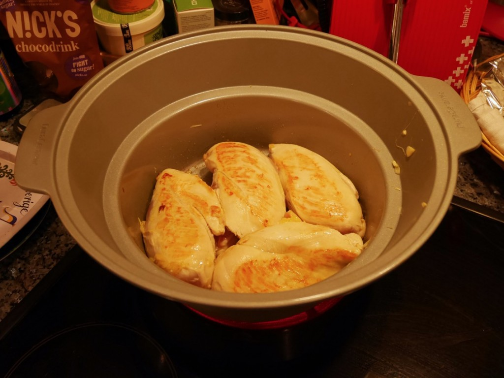 Bryn kycklingen runt om.