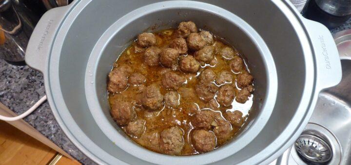 Helt fantastiskt goda, krydda koreanska köttbullar! Och såsen - mums!