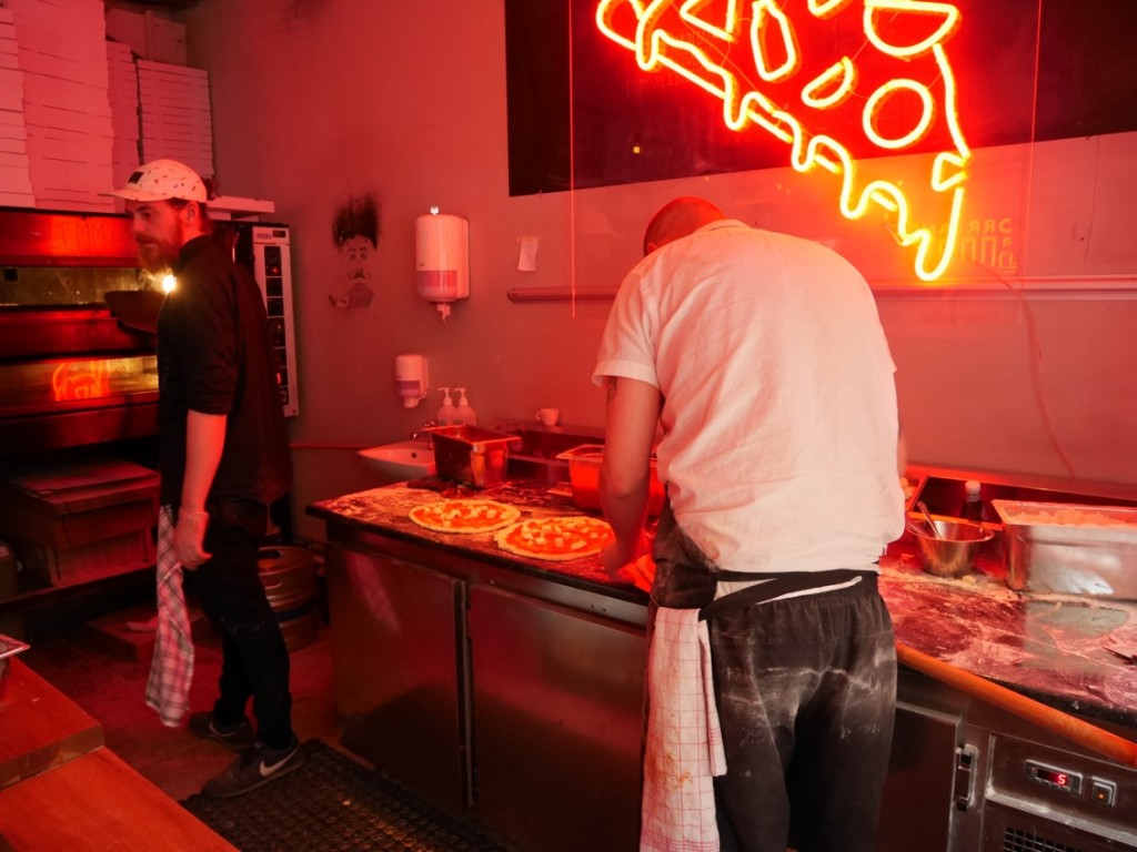 Tillagningskök och restaurang i ett.