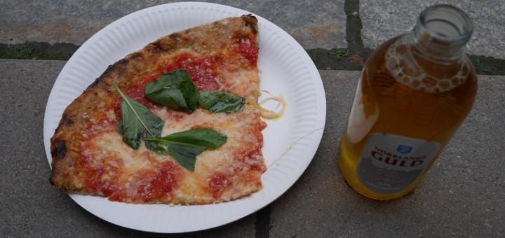 En helt makalöst god pizza. Jag och Mattias åt 5-6 slice var!!!