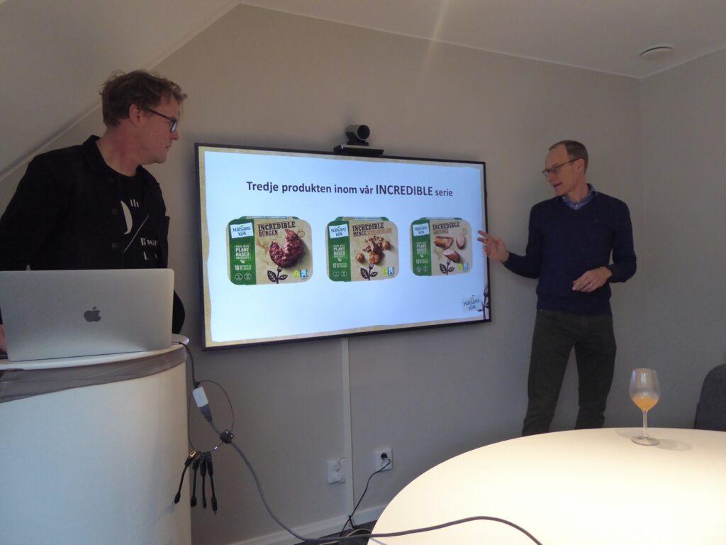 Trendspanar-Lennart och Hälsans köks marknadschef höll låda medan vi lät maten tysta mun.