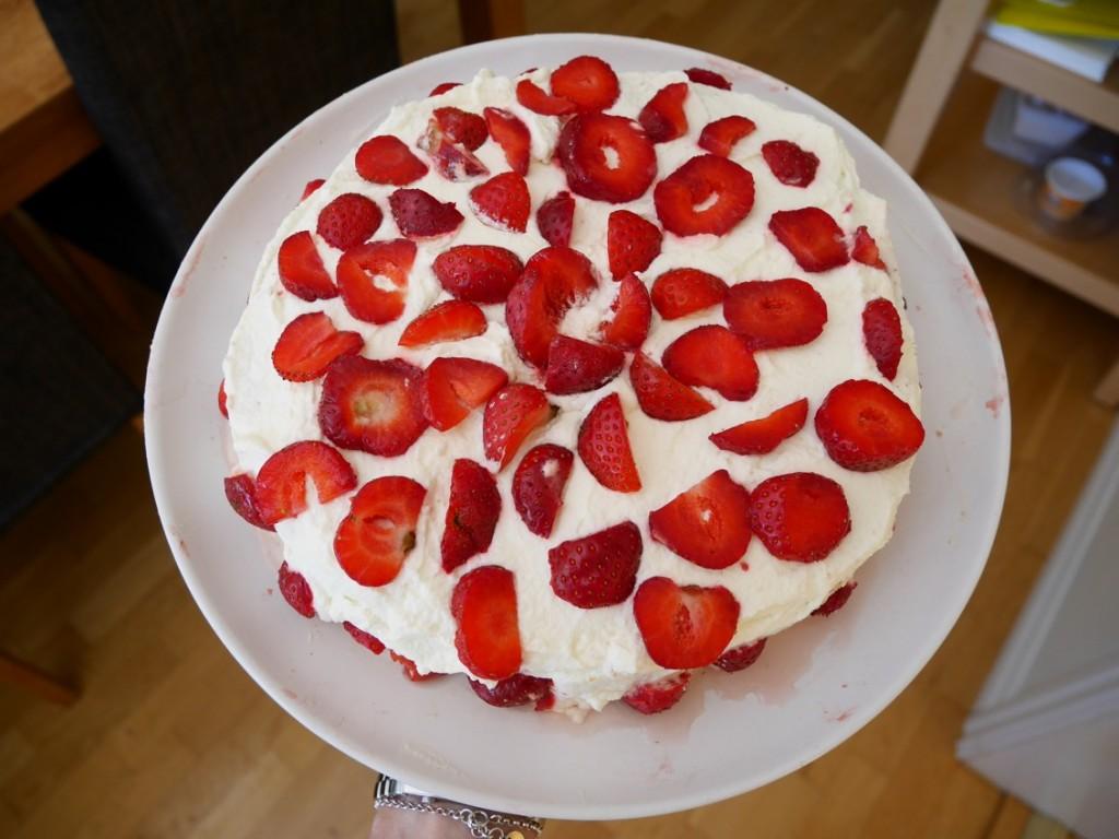 Tårta gjort på färdiga tårtbottnar.