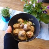 Kycklingbollar i kokossås