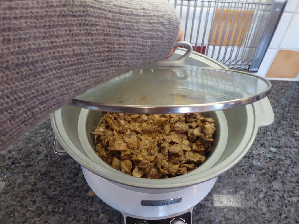 Jag lagade till min älgskav i Crock Pot men det går lika bra i en gryta/panna på spisen.