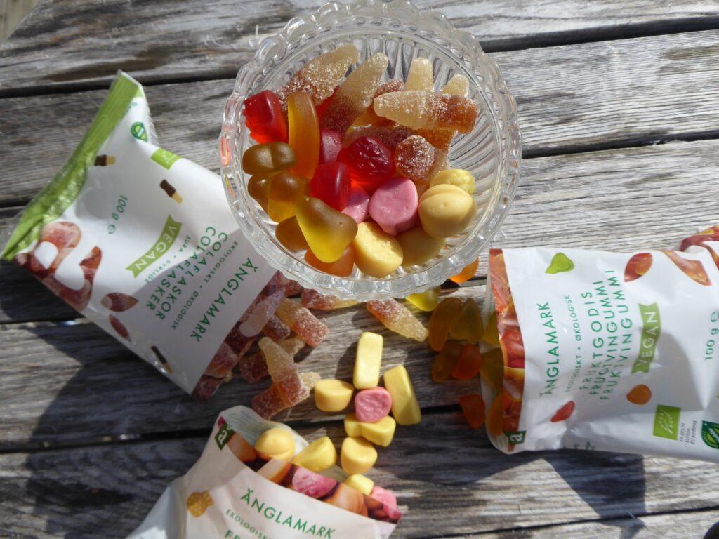 Tre goda smaker - Fruktgodis, Fruktskum och Colaflaskor