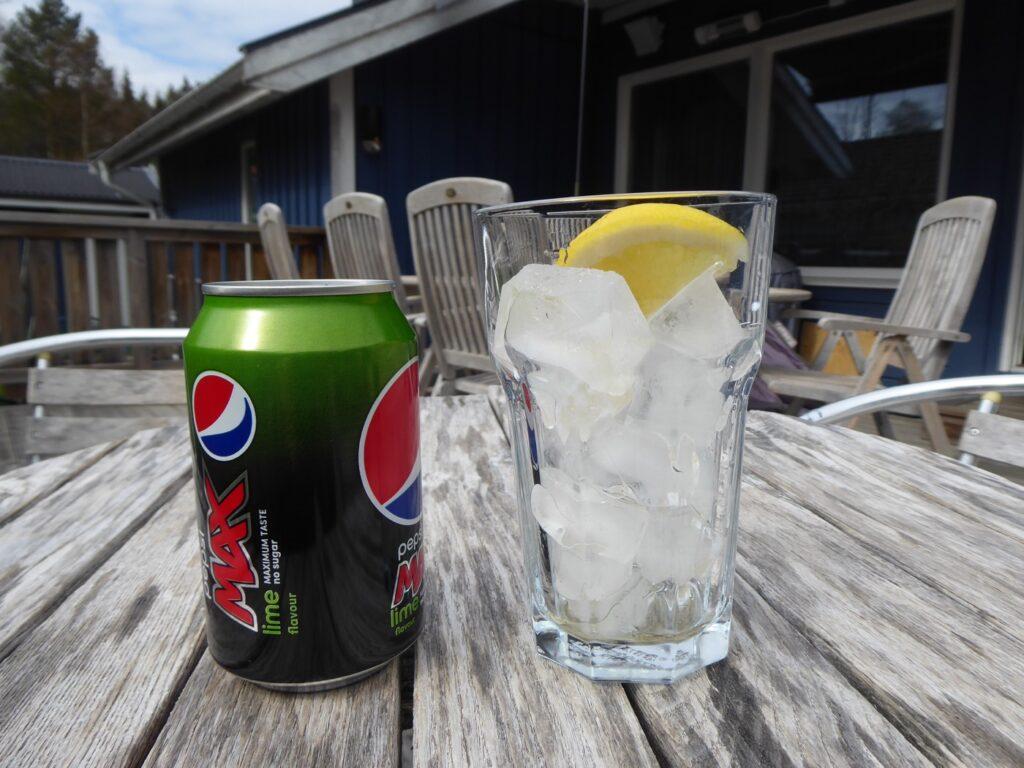 Dagens hiss - Iskall Pepsi Max med massor av is och citron.
