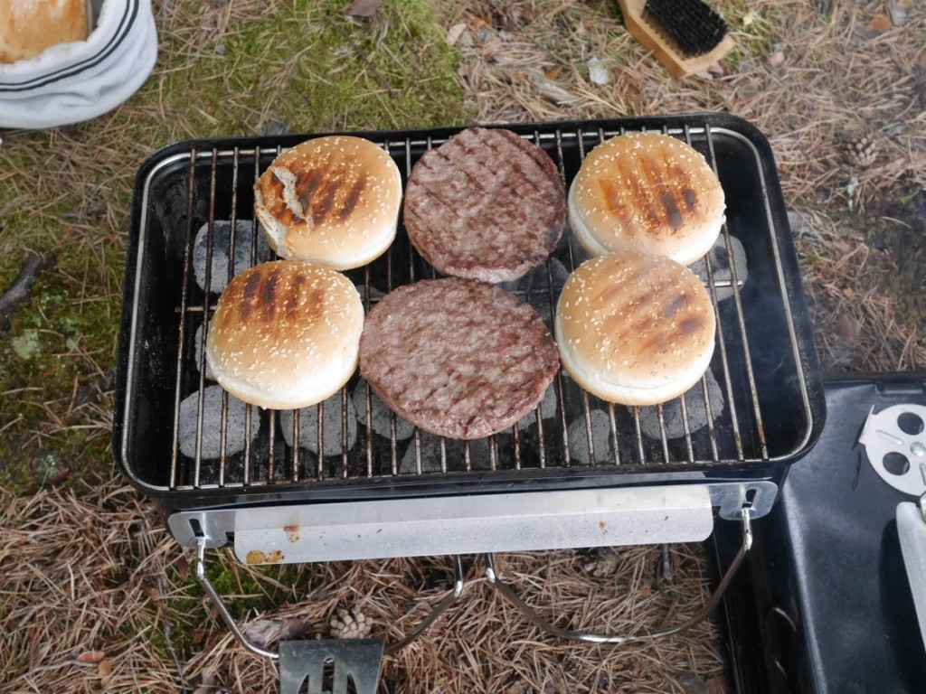 Vi testade även på att grilla hamburgare till middag.