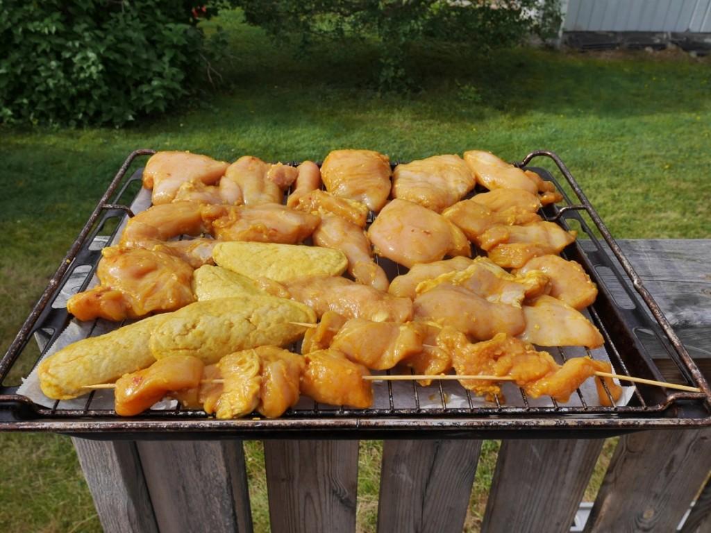 Marinerad kyckling och Quorn färdig för ugnen.