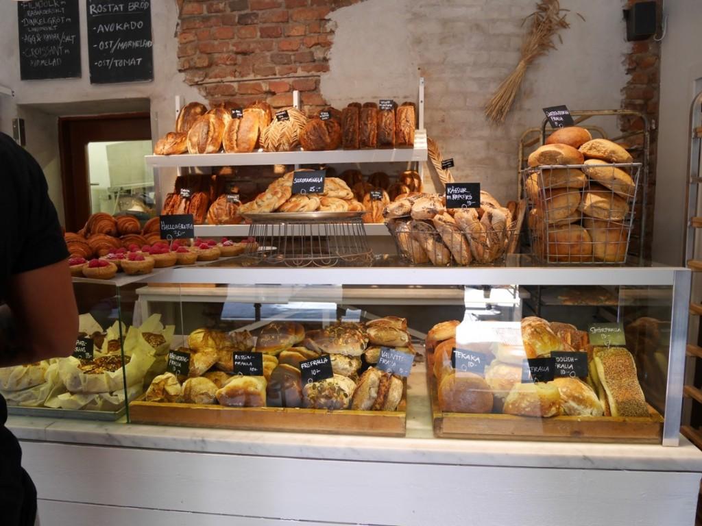 Ett helt fantastiskt utbud av bröd, bullar och bakverk.