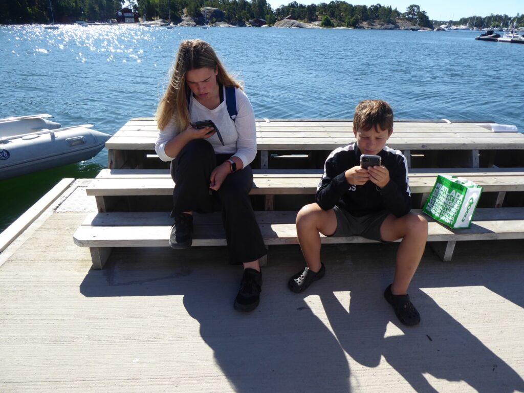 I väntan på båten över till Sandhamn.