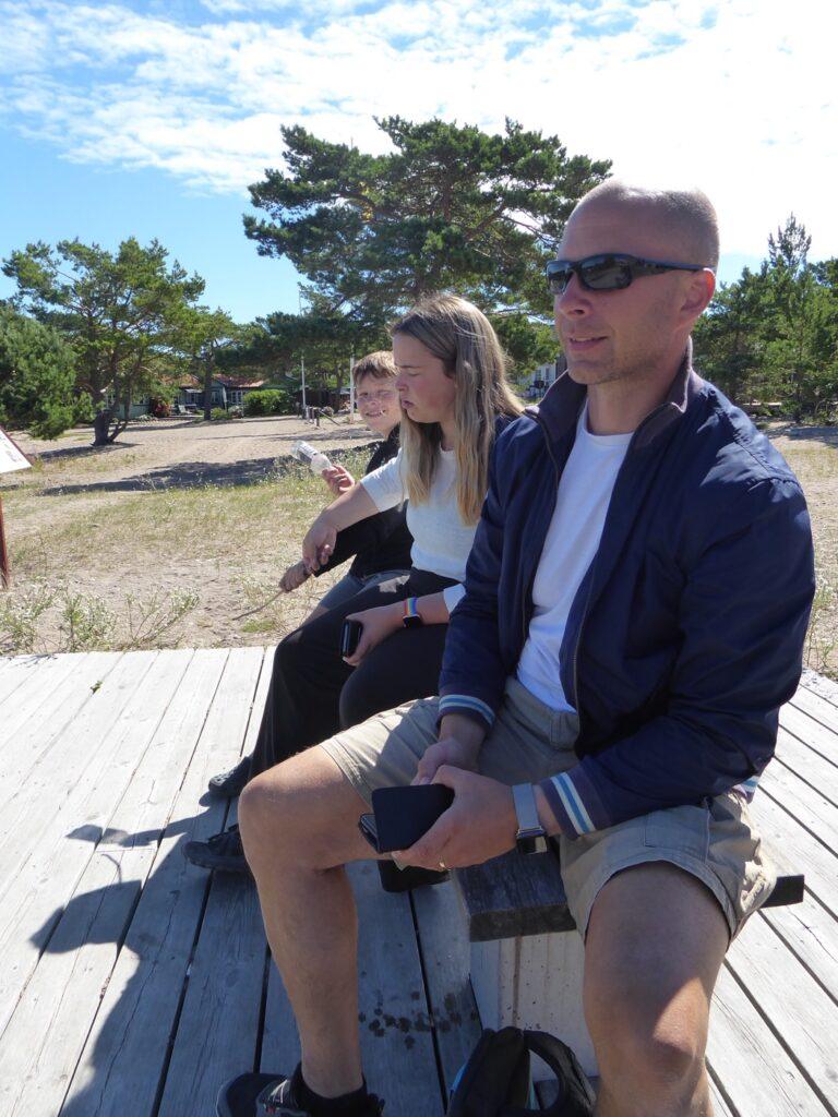 Lunchen bjöd på fin utsikt över hamnen i Sandhamn.