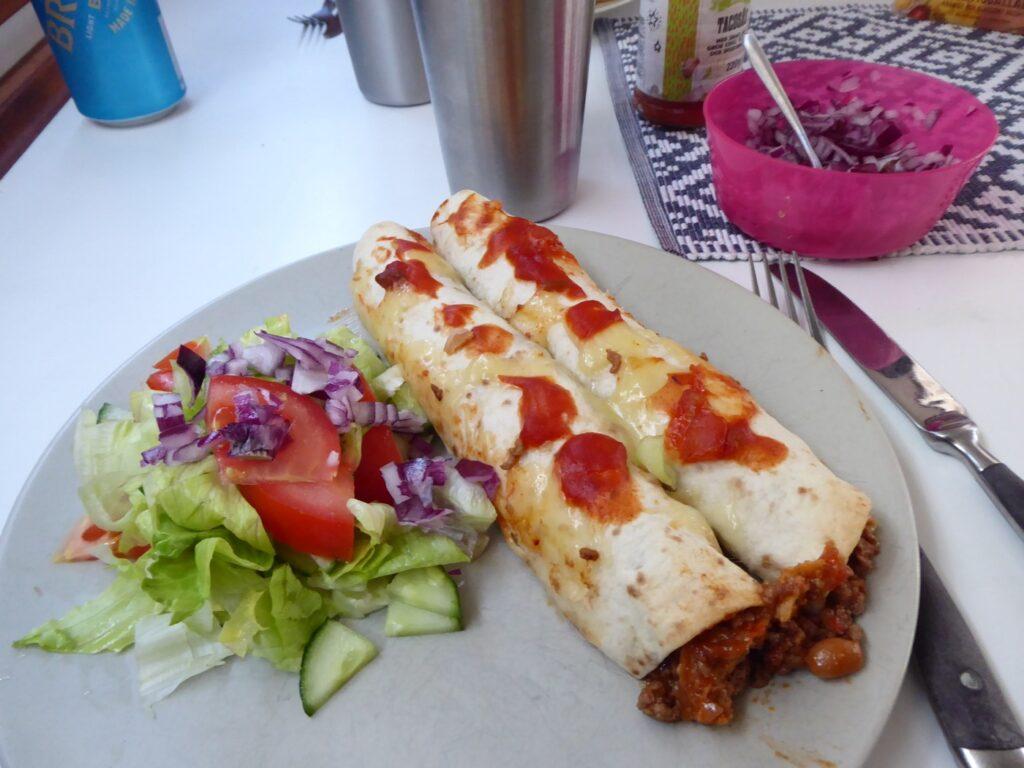 Enchiladas fyllda med överbliven chili con carne.