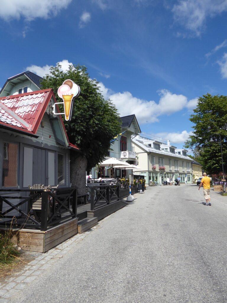 Dalarö är ett pittoreskt skärgårdssamhälle mest känt för sin fantastiska bebyggelse.