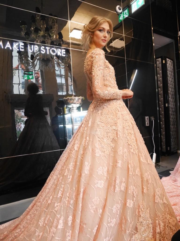 De här klänningarna alltså!