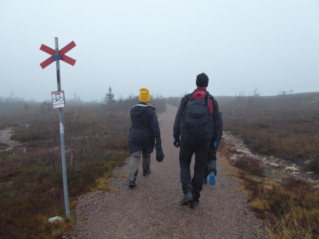 Vi gå över daggstänkta berg, fallera!