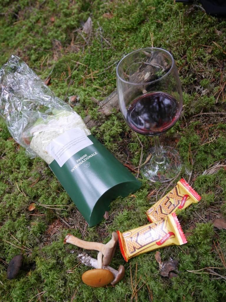 Wraps, vin och choklad - allt som behövs för att göra en kvinna glad!